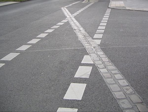 Как провести удаление дорожной разметки: основные подходы